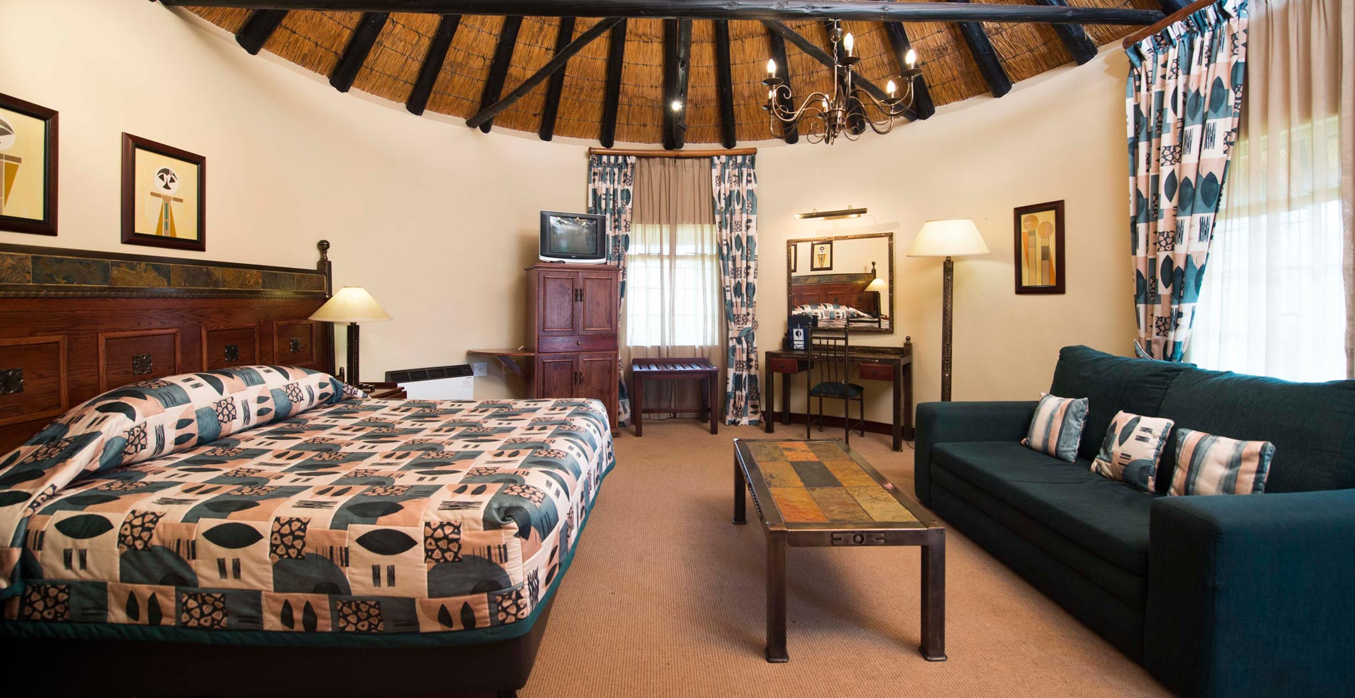 deluxe family thatched room 03