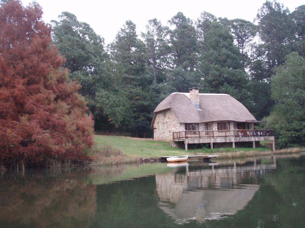 Lake Naverone Holiday Cottages