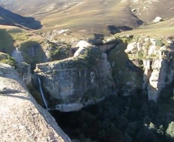 DRAKENSBERG MOUNTAINS Hiking - CRACK and MUDSLIDE