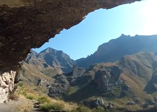 Hiking Drakensberg gardens Rhino Horn 19km, 2,9km UP!